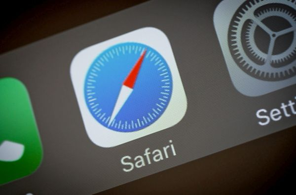 Stop Sites from Tracking You on Safari iOS 11